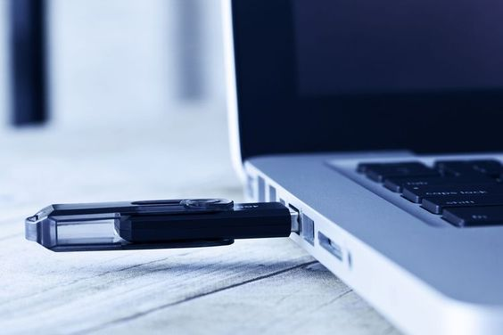 Stick USB bootabil cu Win 7